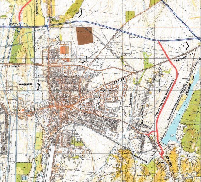 """Amint a mellékelt nyomvonaltérkép mutatja, a keleti szép nagyívben kerüli el Nagykanizsát. Aki Budapest felől érkezik és Kaposvár felé tart, annak valóban nagy segítség az új szakasz, hiszen kilométert és időt spórol meg. Ugyanakkor aki Nyugat-Magyarország felől igyekszik mondjuk Pécs irányába, az már elgondolkodhat, hogy igénybe vegye-e az új utat. Mert igaz, hogy így """"megússza"""" a várost, ugyanakkor a menetidő nem biztos, hogy csökken, hiszen a most átadott 61-es jó pár kilométeres többletet jelent a korábbiakhoz képest."""