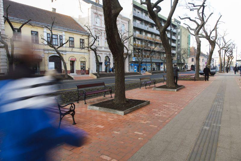 Nagykanizsa, 2015. december 21. A felújított Fõ utca Nagykanizsán az átadás napján, 2015. december 21-én. MTI Fotó: Varga György