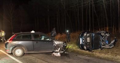 Sérült jármûvek a 83-as úton Gyõrszemere és Tét között, ahol összeütközött négy autó 2016. január 15-én. A balesetben három ember meghalt. MTI Fotó: Krizsán Csaba