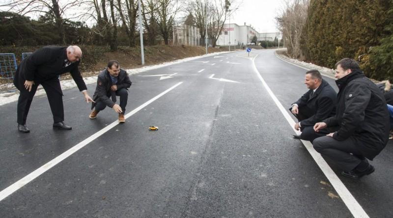 Gumibitumenes elkerülőutat adtak át Zalaegerszegen