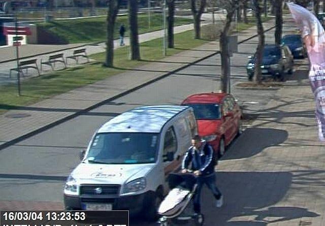 Bölcsőde elől lopták el a babakocsit Sopronban - fotó van róla