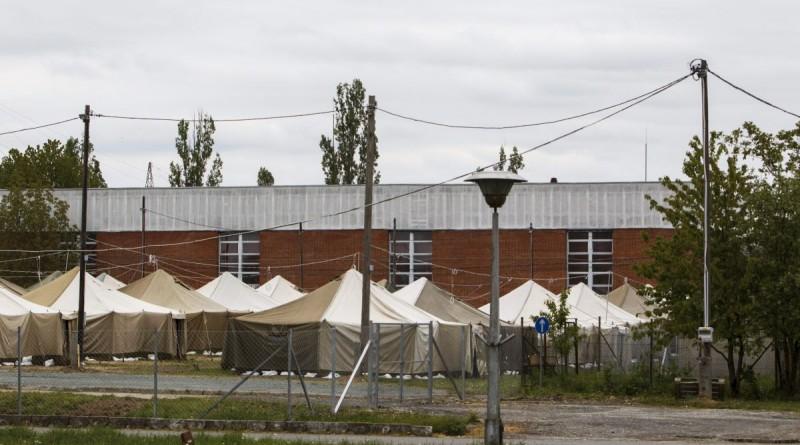 A körmendi rendészeti szakközépiskola területén felépült ideiglenes migrációs befogadóállomás 2016. április 28-án. Az állomás május 2-án megkezdi mûködését. MTI Fotó: Varga György