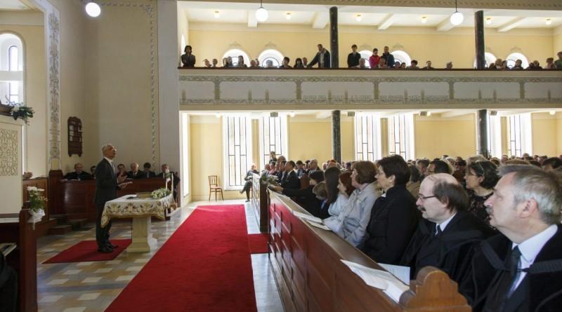 Balog Zoltán, az emberi erõforrások minisztere beszédet mond a szombathelyi református templomban 2016. április 30-án. Hálaadó istentiszteletet tartottak a templomban abból az alkalomból, hogy befejezõdött a torony építése és az új harangok a helyükre kerültek. MTI Fotó: Varga György