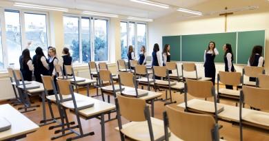 Egy tanterem a soproni Szent Orsolya Római Katolikus Általános Iskola, Gimnázium és Kollégium épületének 650 millió forintos beruházásból felújított legfelsõ szintjén 2016. április 1-jén, az átadás napján. MTI Fotó: Krizsán Csaba