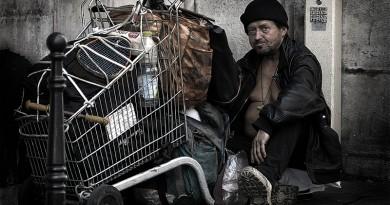 Hajléktalan Párizsban (Wikipédia)