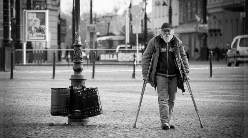 Öreg és beteg (Forrás: Pixabay/ferobanjo)