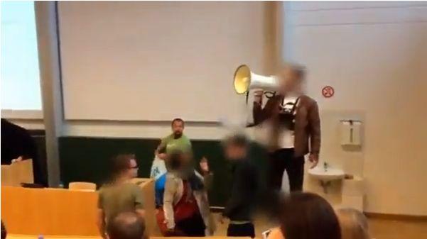 Attrocitás a klagenfurti egyetemen