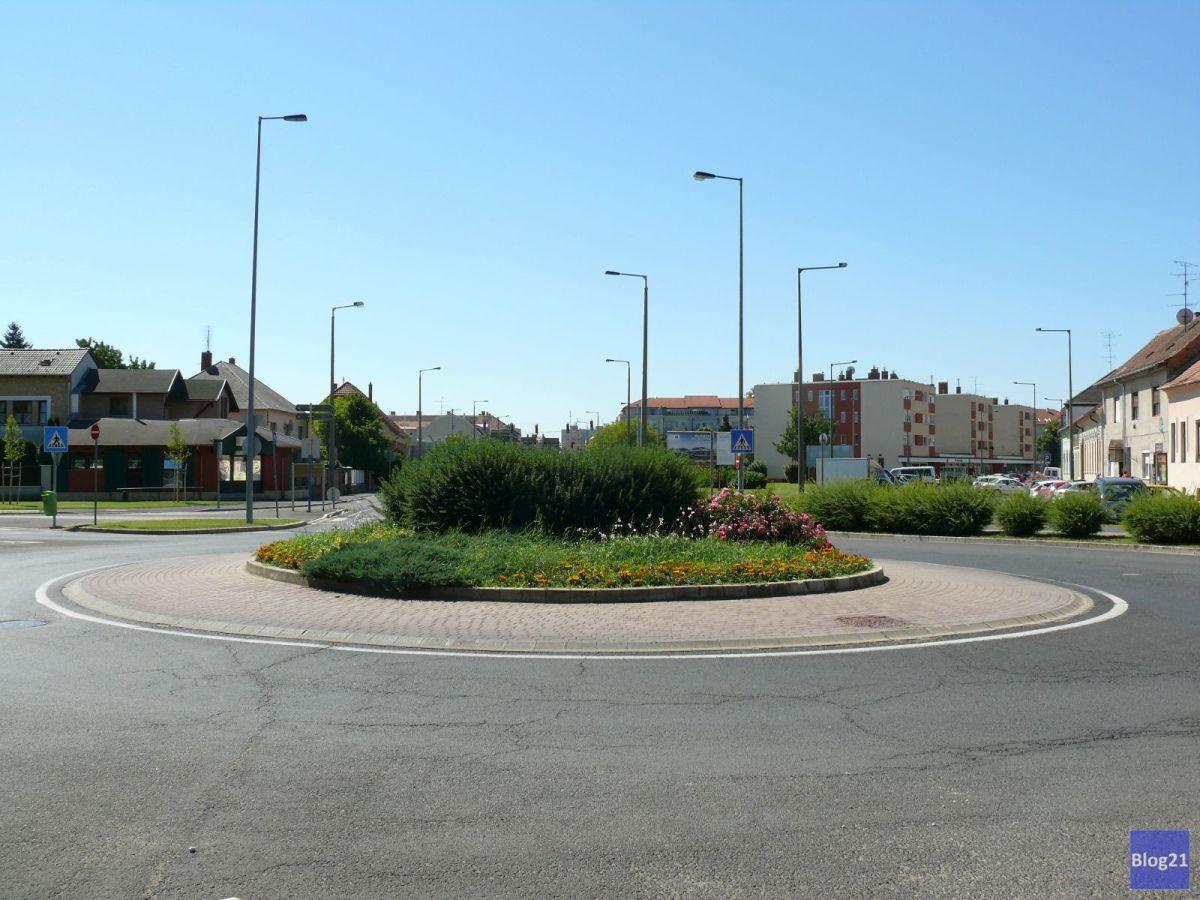 Vörösmarty utca - 11-es huszár út - Horváth Boldizsár körút - Bocskai István körút