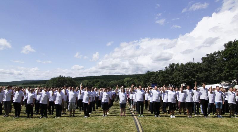 Fogadalmat tevõ polgárõrök a XXII. Országos Polgárõr Napon a soproni Lõvér kempingben 2016. június 18-án. MTI Fotó: Nyikos Péter