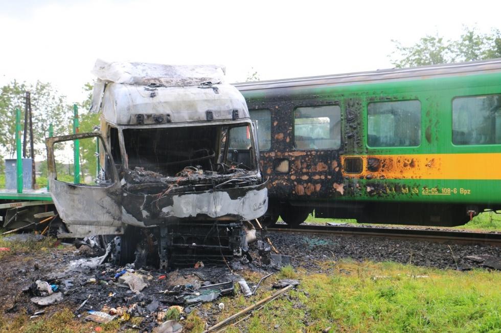 Barcson kamionnal ütközött Szombathely - Pécs vonat
