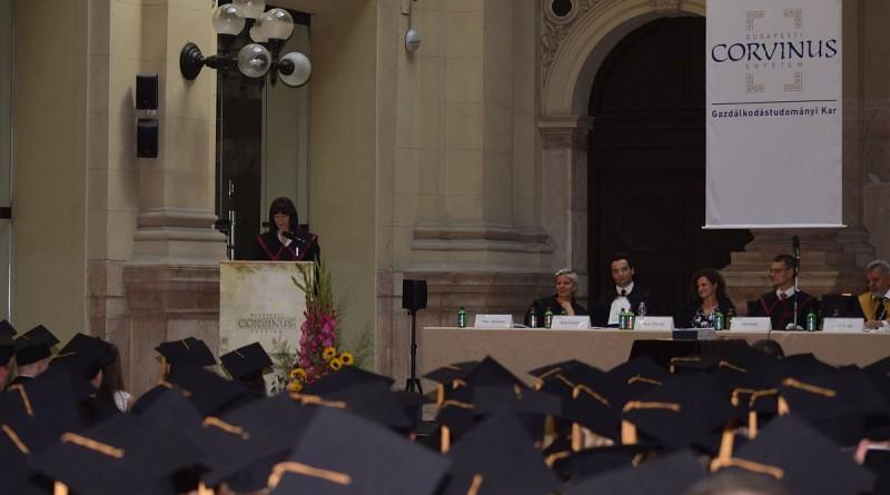Polt Rita a Corvinus Egyetem diplomaosztóján
