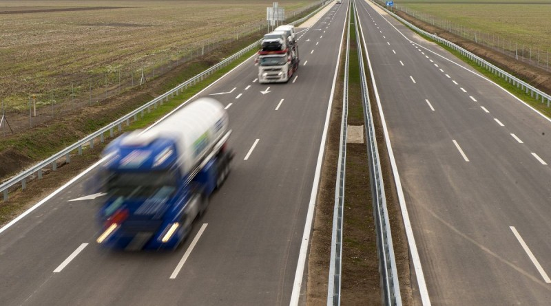 Beled, 2016. október 25. Az M86-os gyorsforgalmi út Hegyfalu és Csorna közötti új szakasza Beled határában az átadás napján, 2016. október 25-én. MTI Fotó: Krizsán Csaba