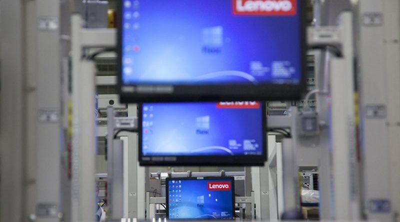 Monitorok a Lenovo-Flex gyárban Sárváron 2016. november 11-én. A kínai számítógépgyártó, a Lenovo és stratégiai partnere, a Flex Hungary közös beruházásban több mint félmilliárd forintból bõvült az üzem gyártókapacitása, ezzel mintegy 250 új munkahely jött létre. MTI Fotó: Varga György