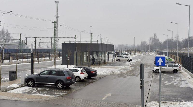 Budapest, 2017. január 31. A metróberuházáshoz kapcsolódva épült negyedik, utolsó P+R parkoló a 4-es metró kelenföldi végállomásánál az átadó napján, 2017. január 31-én. Az új 500 férõhellyel már mintegy 1500 új parkolóhely áll az autósok rendelkezésére. MTI Fotó: Máthé Zoltán