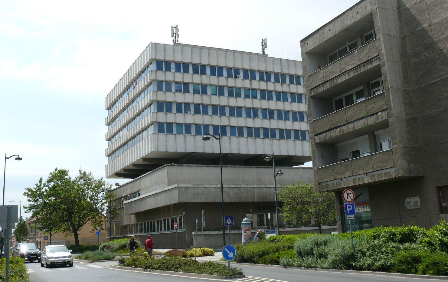 Szombathelyi városháza a Thököli utca felől