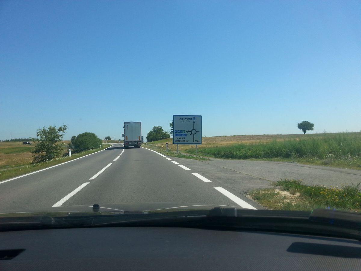 A kőszegi határátkelő után ennél a körforgalomnál tudunk rámenni az új útra (harmadik kijárat)